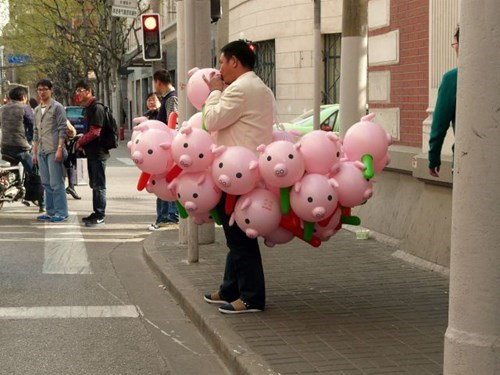 selling pig balloons really brings home the bacon superlol